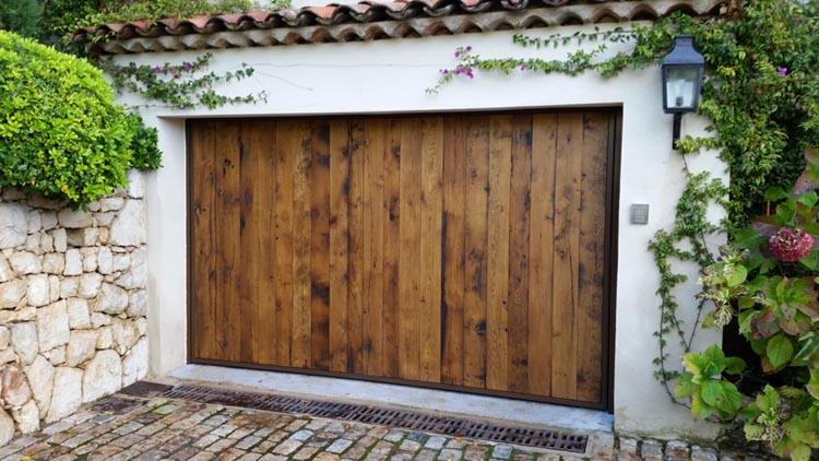 Fabrication de portail portail coulissant style proven ale peindre ou vieux bois for Peindre portail fer