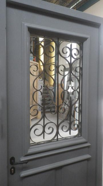 Fabrication Porte Du0027entrée En Fraké Avec Grille Ancienne Et Finition  Peinture